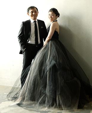 大人だからこそ着こなせる、黒いウエディングドレス