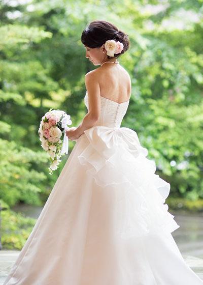 オーガンジーのふんわりリボンが可愛い、シンプルなAラインドレス