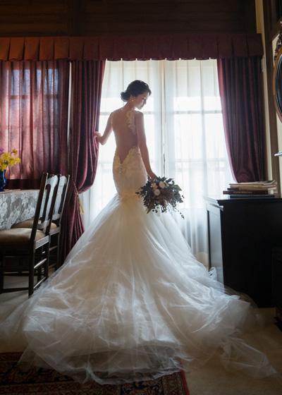 お背中がシースルーになっているマーメイドドレス