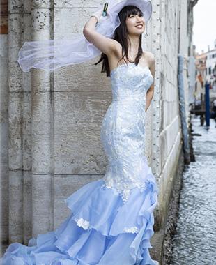 花嫁様自身が描かれたイラストを元にお仕立てしたマーメイドラインのカラードレス