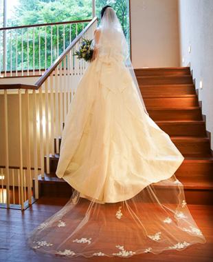 お姉さまのオーダードレスをリメイクした最高級ミカドシルクのプリンセスラインドレス