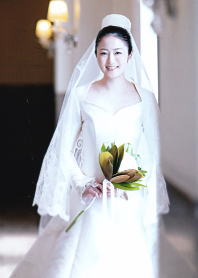 個性的な最高級ミカドシルクのロングスリーブウェディングドレス